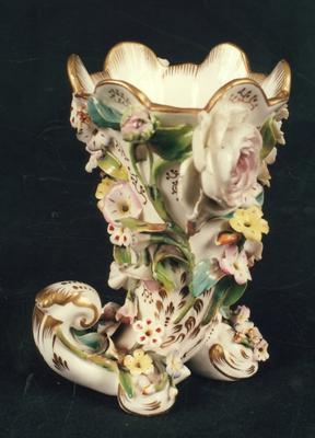 vase; A0413