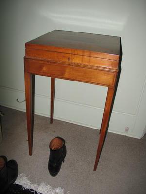 desk, bedroom